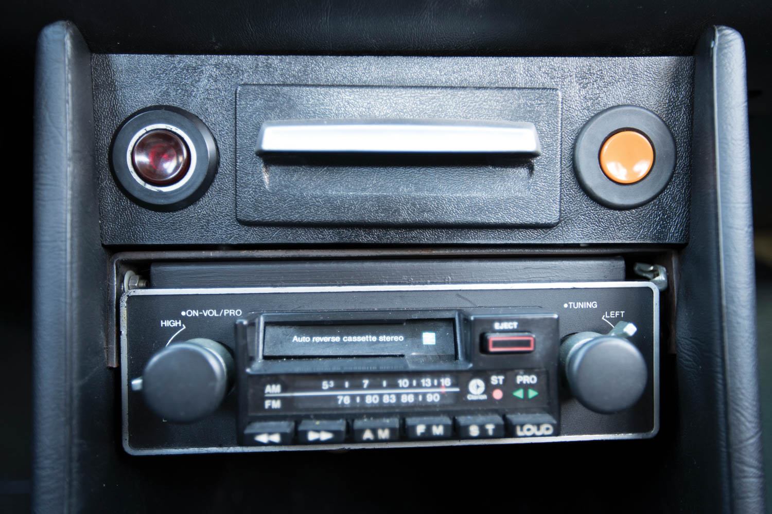 1974 BMW 2002 Turbo radio