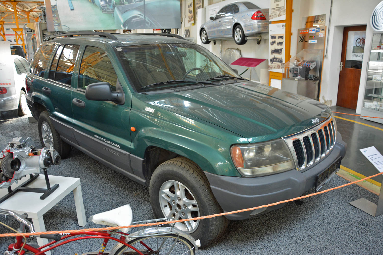 puch-museum-jeep-grand-cherokee