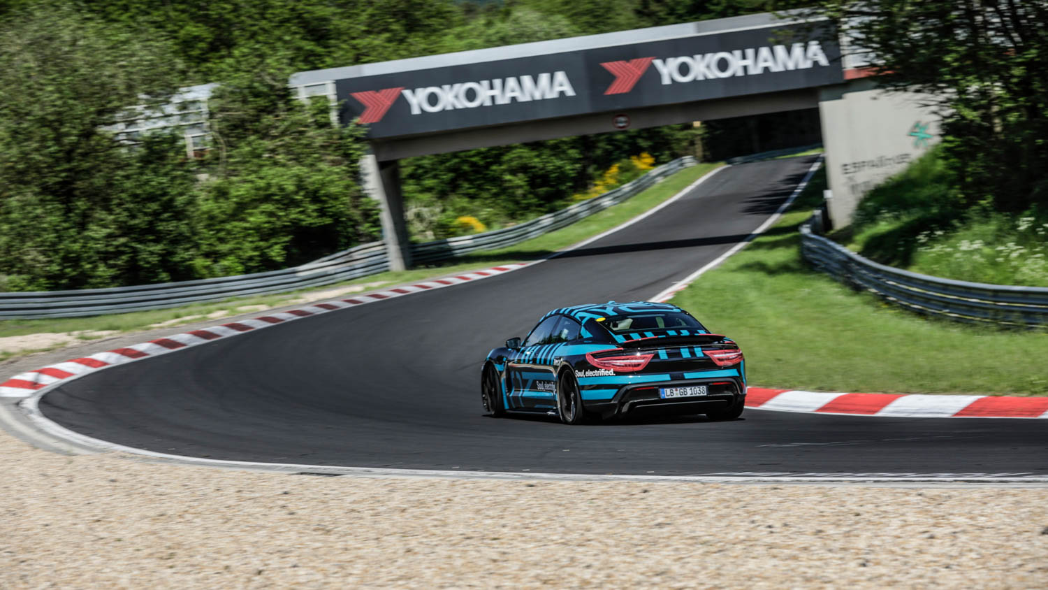 Porsche Taycan sets a record at the Nürburgring-Nordschleife
