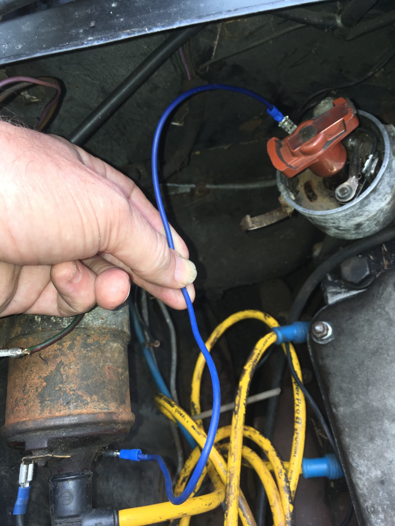 Wire connects trigger side coil distributor