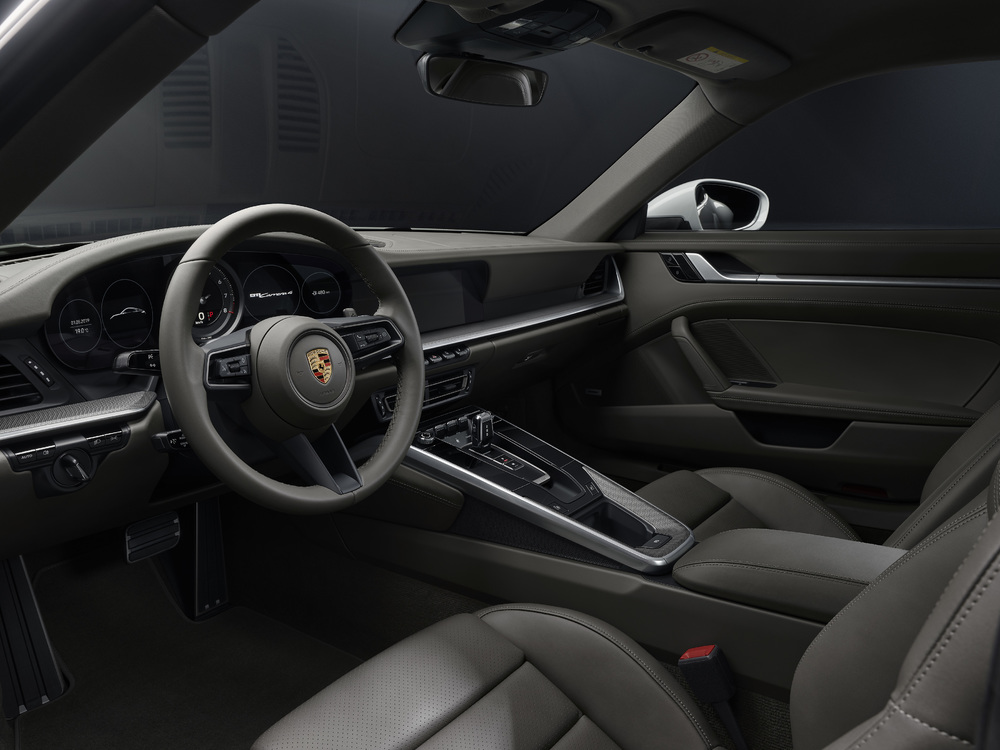 2020 Porsche 911 Carrera 4 and 911 Carrera 4 Cabriolet interior