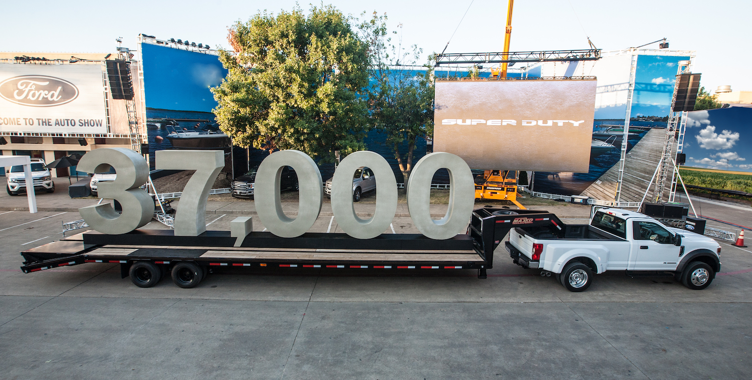 Gooseneck towing of up to 37,000 pounds