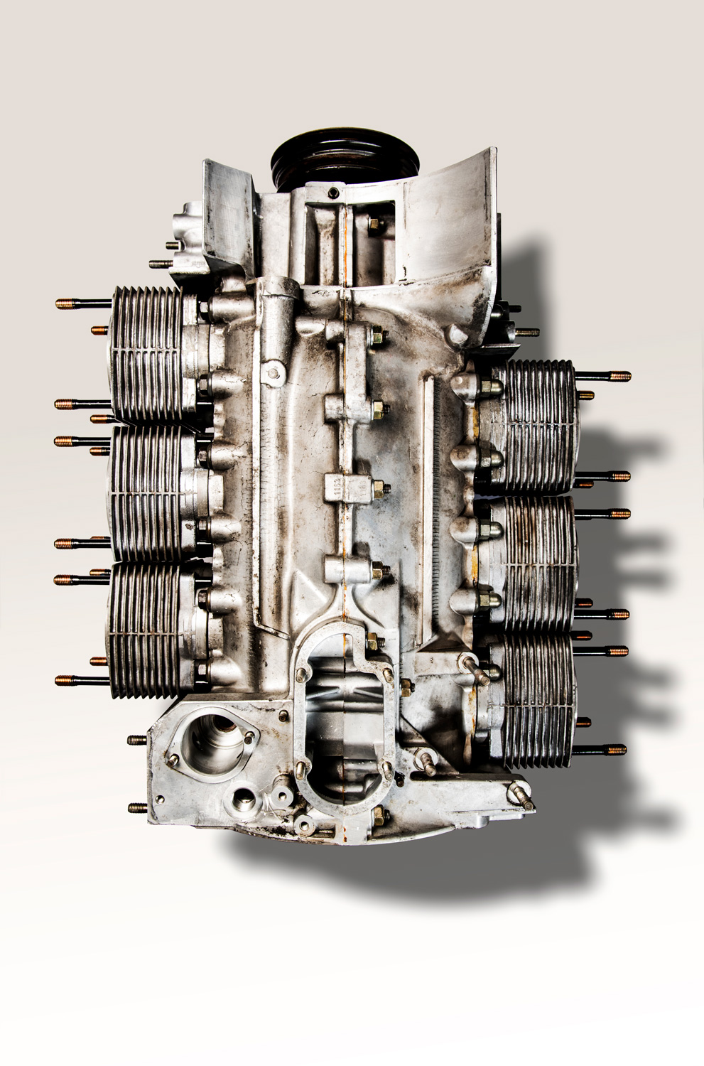 The flat-six crankcase splits vertically down the middle, and each cylinder is a separate unit bolted to the main structure.
