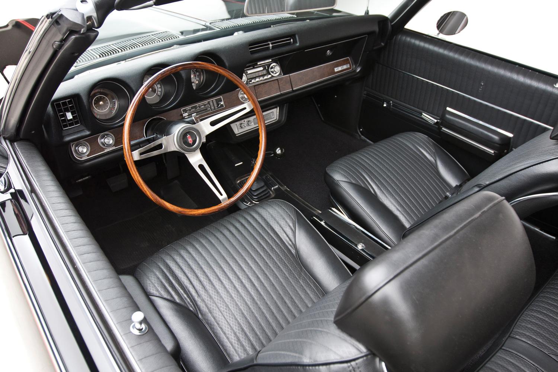 1969 Oldsmobile 442 interior