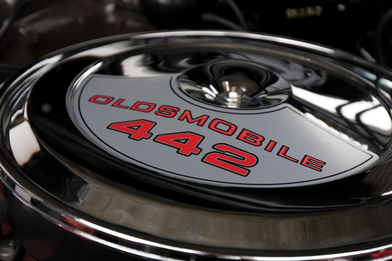 1969 Oldsmobile 442 engine detail