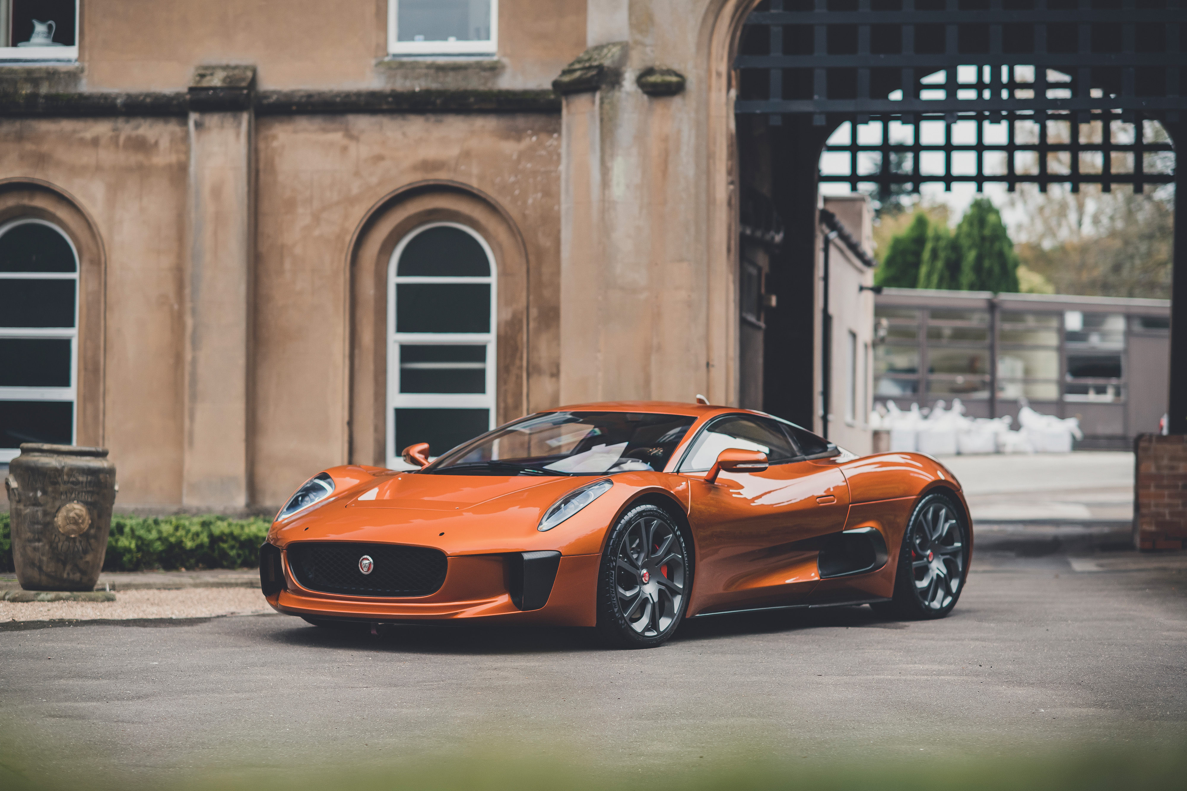 Jaguar CX75 Spectre orange stunt car