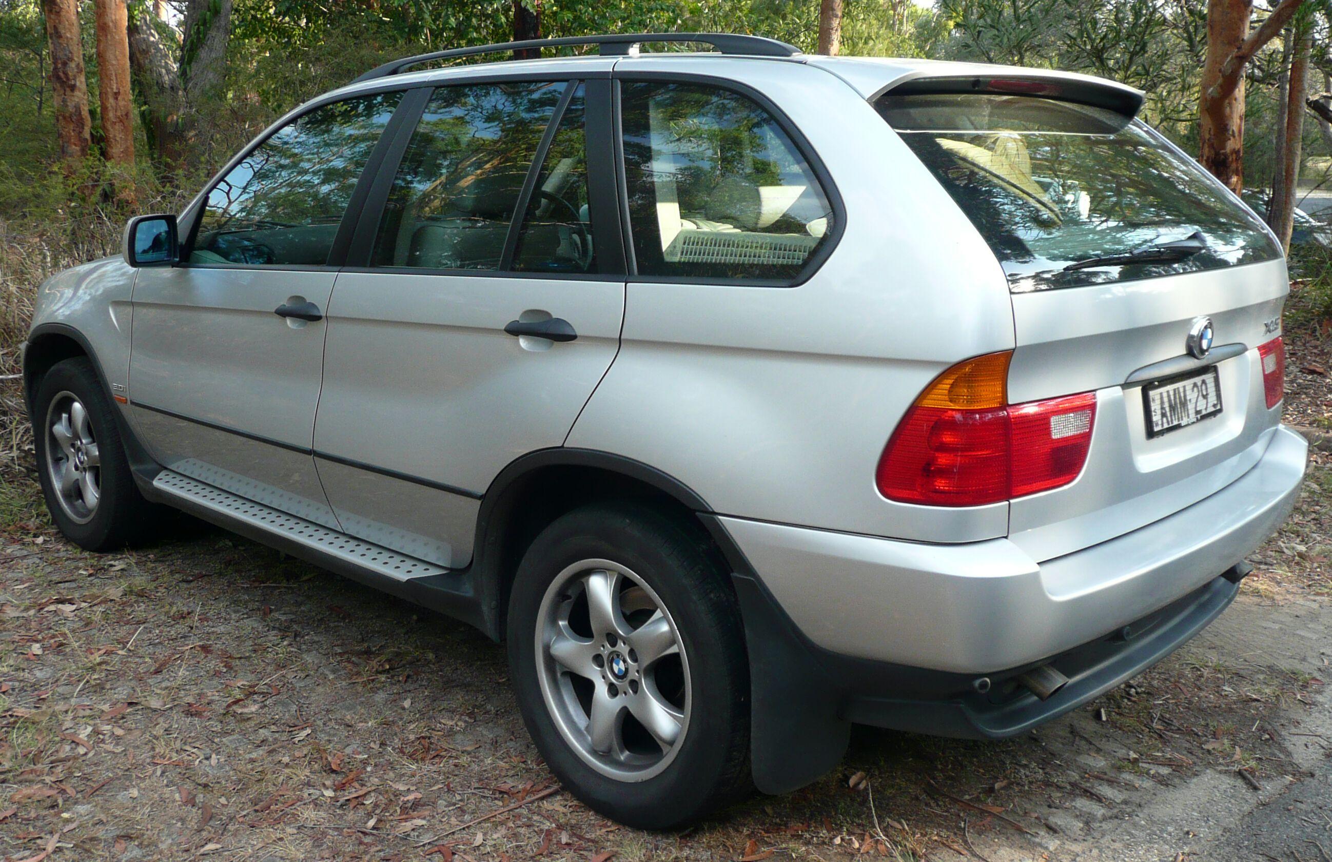 Pre-facelift BMW E53 X5.