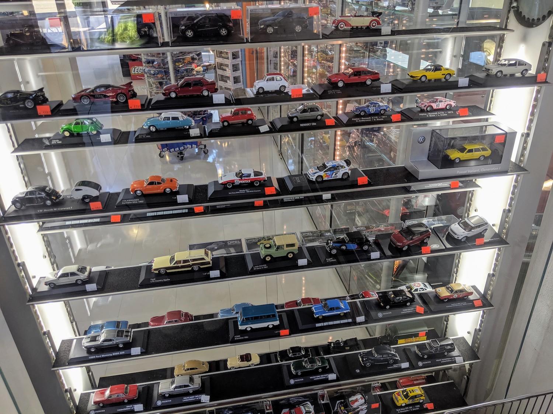 Klassikstadt shop model cars diplay case
