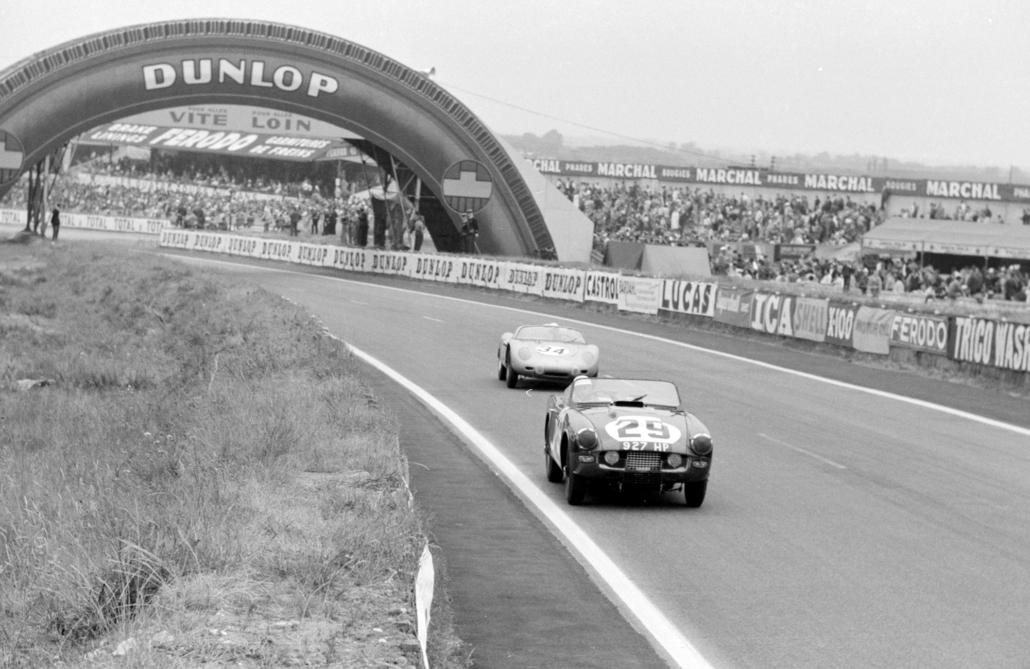 1960 Triumph trs historical race action