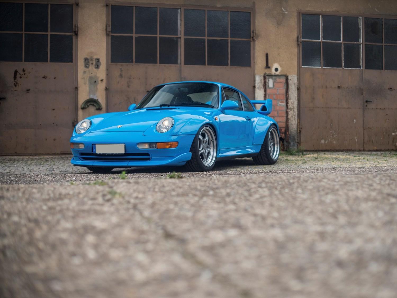 911 GT2 front three-quarter