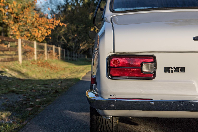 white subaru ff-1 rear taillight
