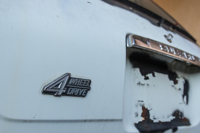 white subaru ff-1 rear 4 wheel drive badge