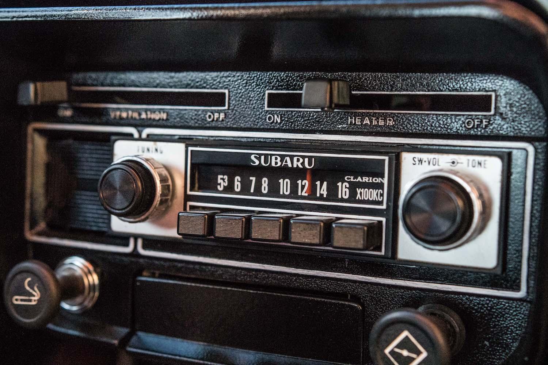white subaru ff-1 radio