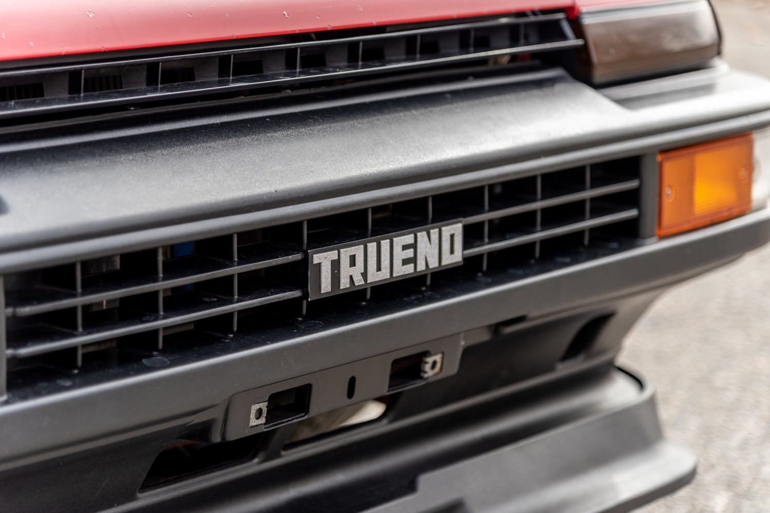 trueno emblem in front grille