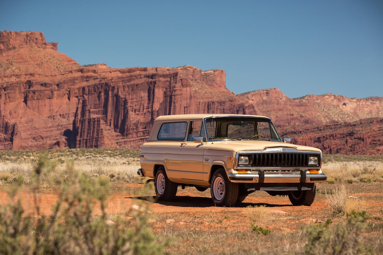 truck in desert front three-quarter