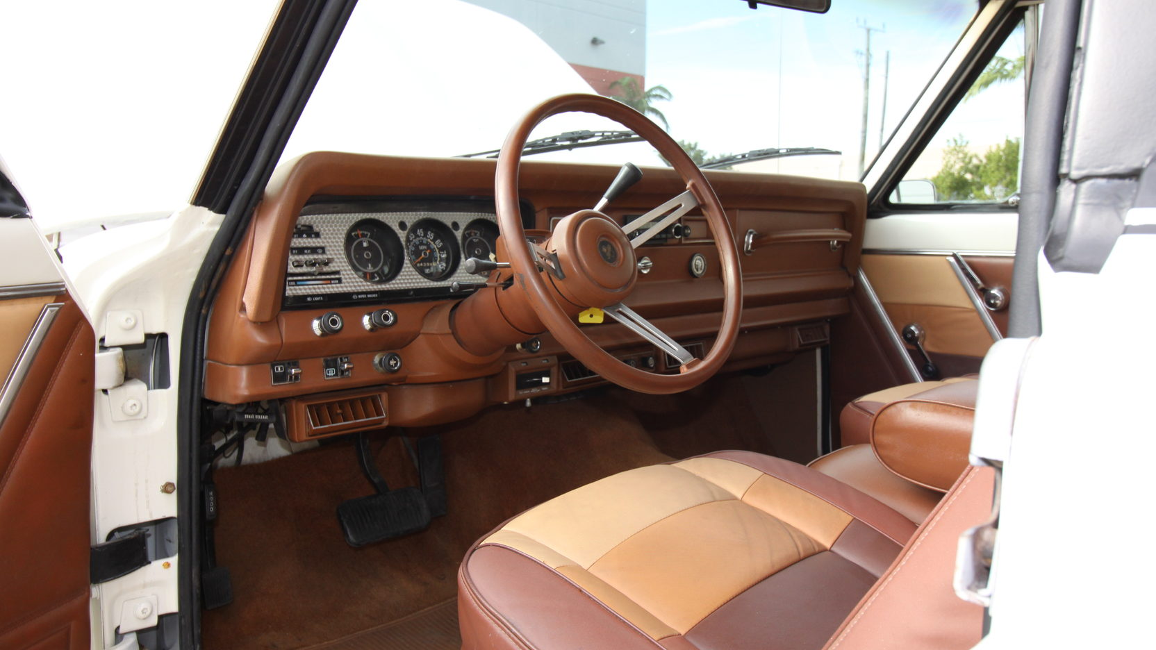 white body brown dash and leather seats