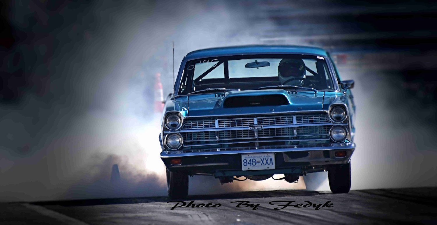 comet dragster front smoke billows