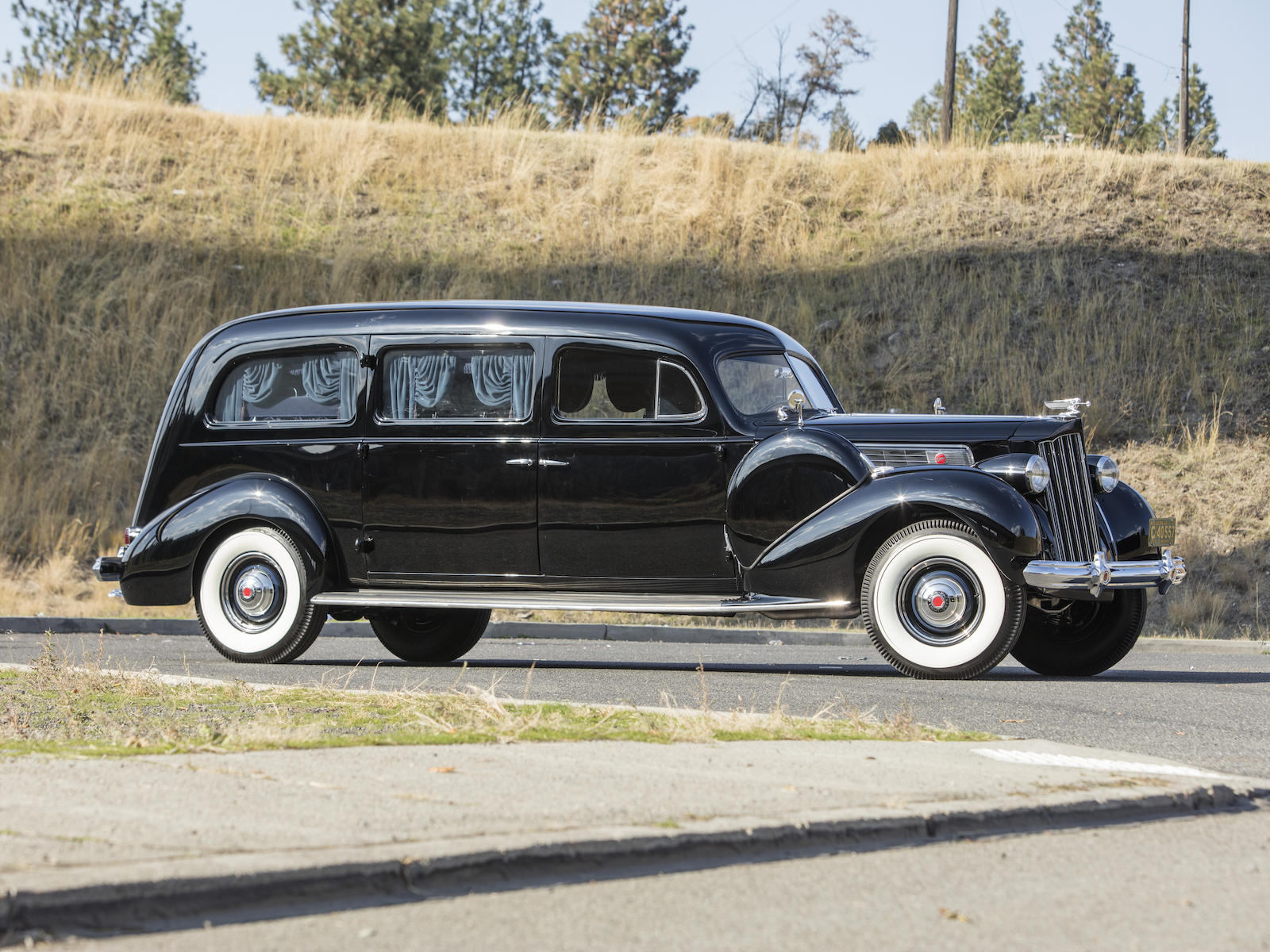 1939 Packard Super Eight Hearse side-view