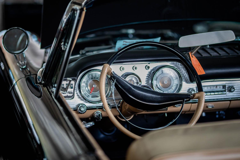 Chrysler 300 steering wheel