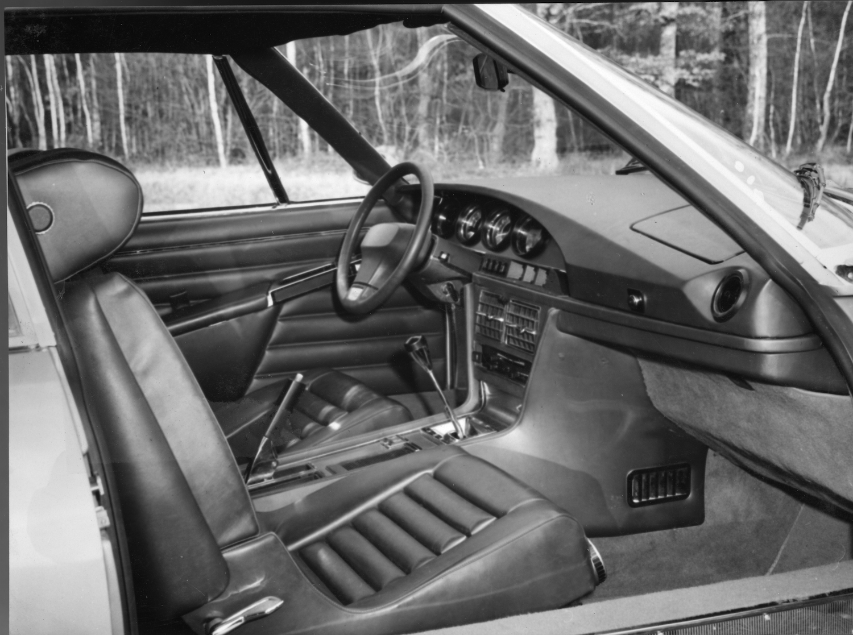sm interior black and white