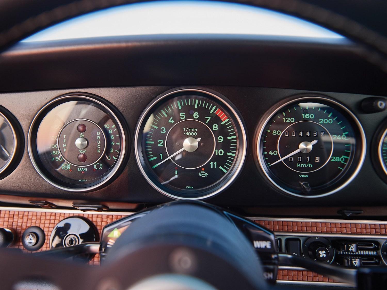 1993 Porsche 911 Reimagined by Singer dash gauges