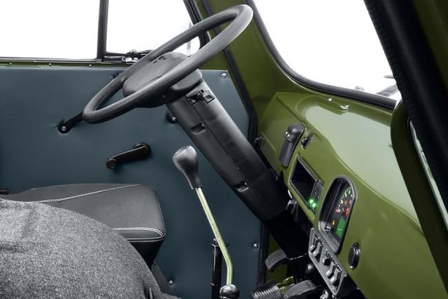 UAZ SGR Expedition wheel shifter dash
