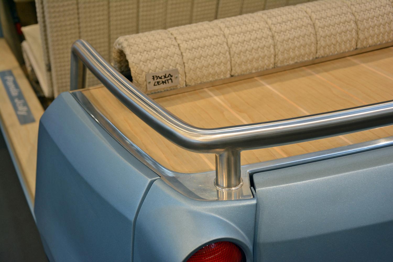 rear rail closeup