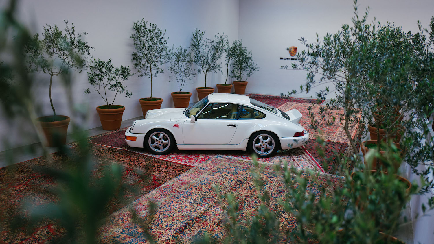911 Carrera 4 type 964 side-view