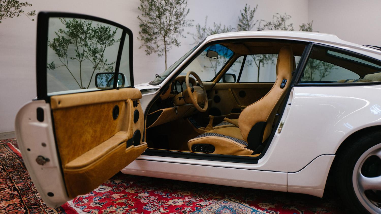 911 Carrera 4 type 964 side-view open door