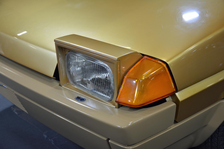 1979 Volvo Tundra headlight