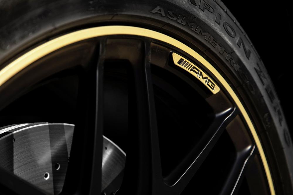 Mercedes-Benz wagon wheel and tire closeup