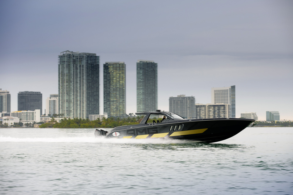 amg race boat side-view