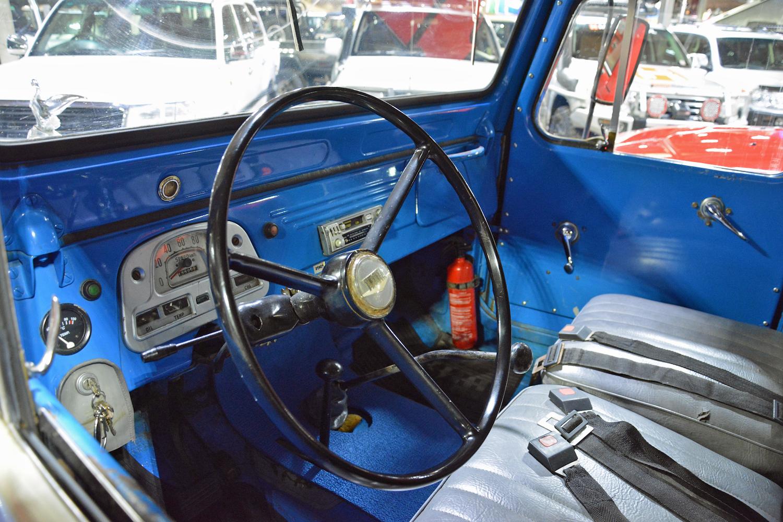 1963 Toyota TB25L Bandeirante interior