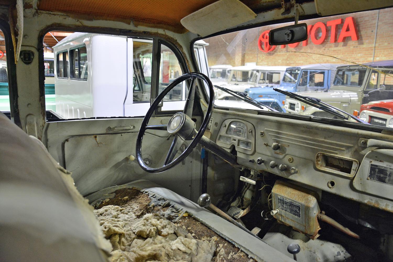 1965 Toyota FJ45LV front interior