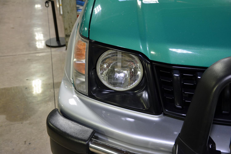 1996 Toyota VZJ90W front headlight