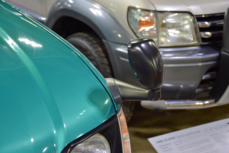 1996 Toyota VZJ90W side-view mirror