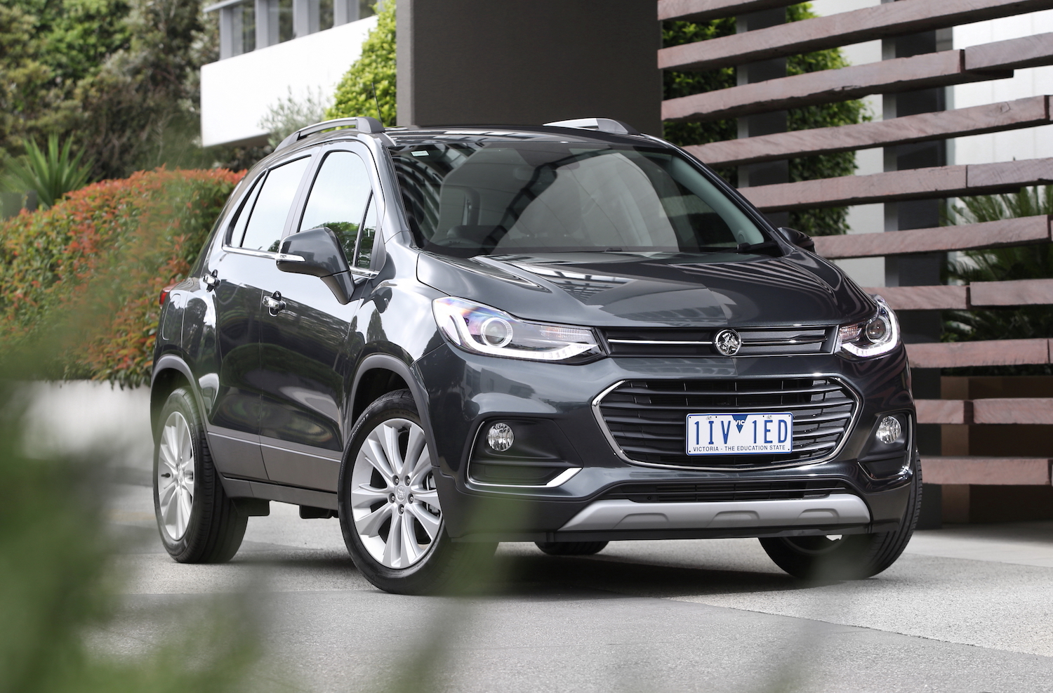 holden trax compact front three-quarter