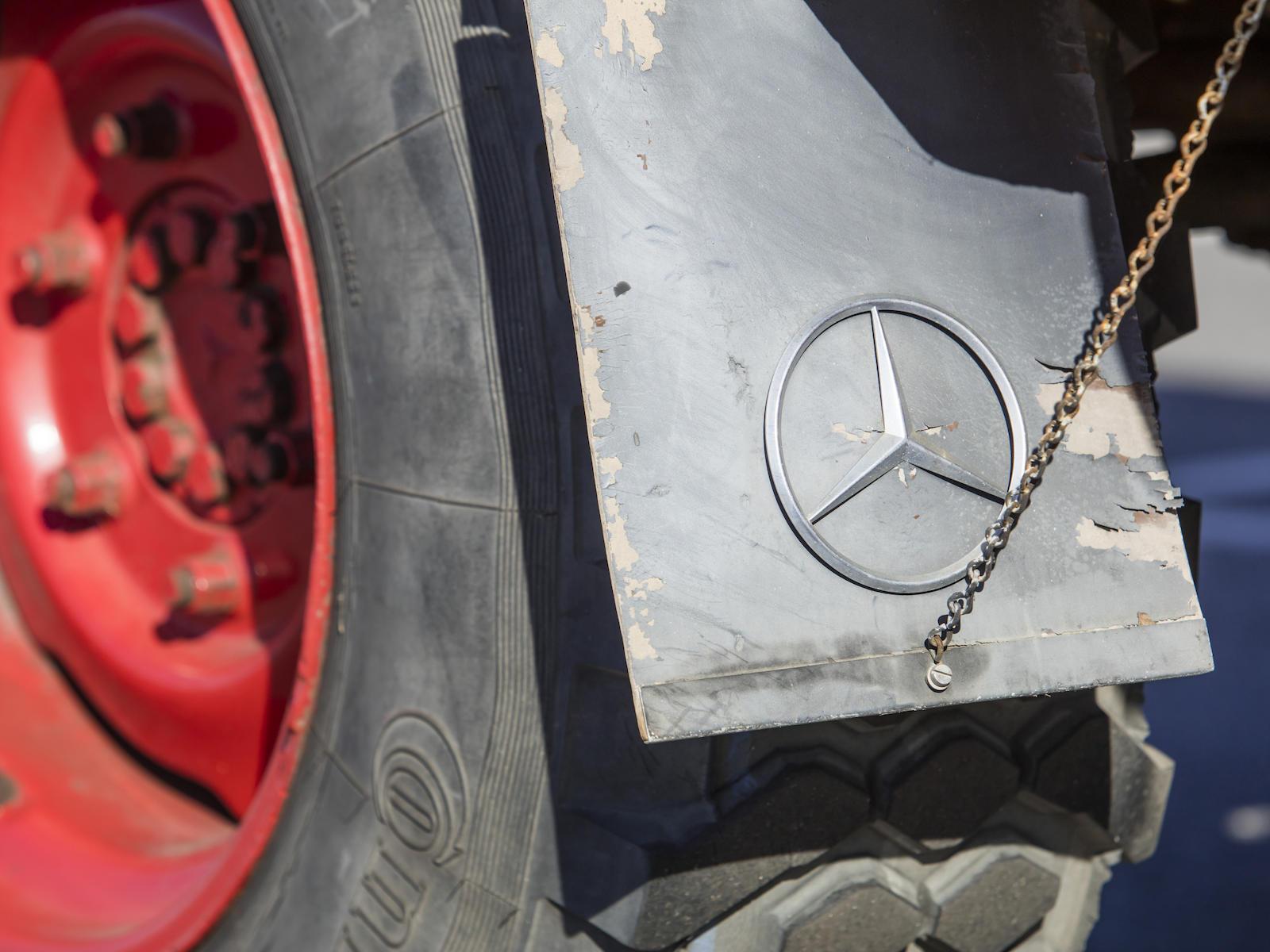 1966 Mercedes-Benz Unimog Car Hauler mudflap logo detail