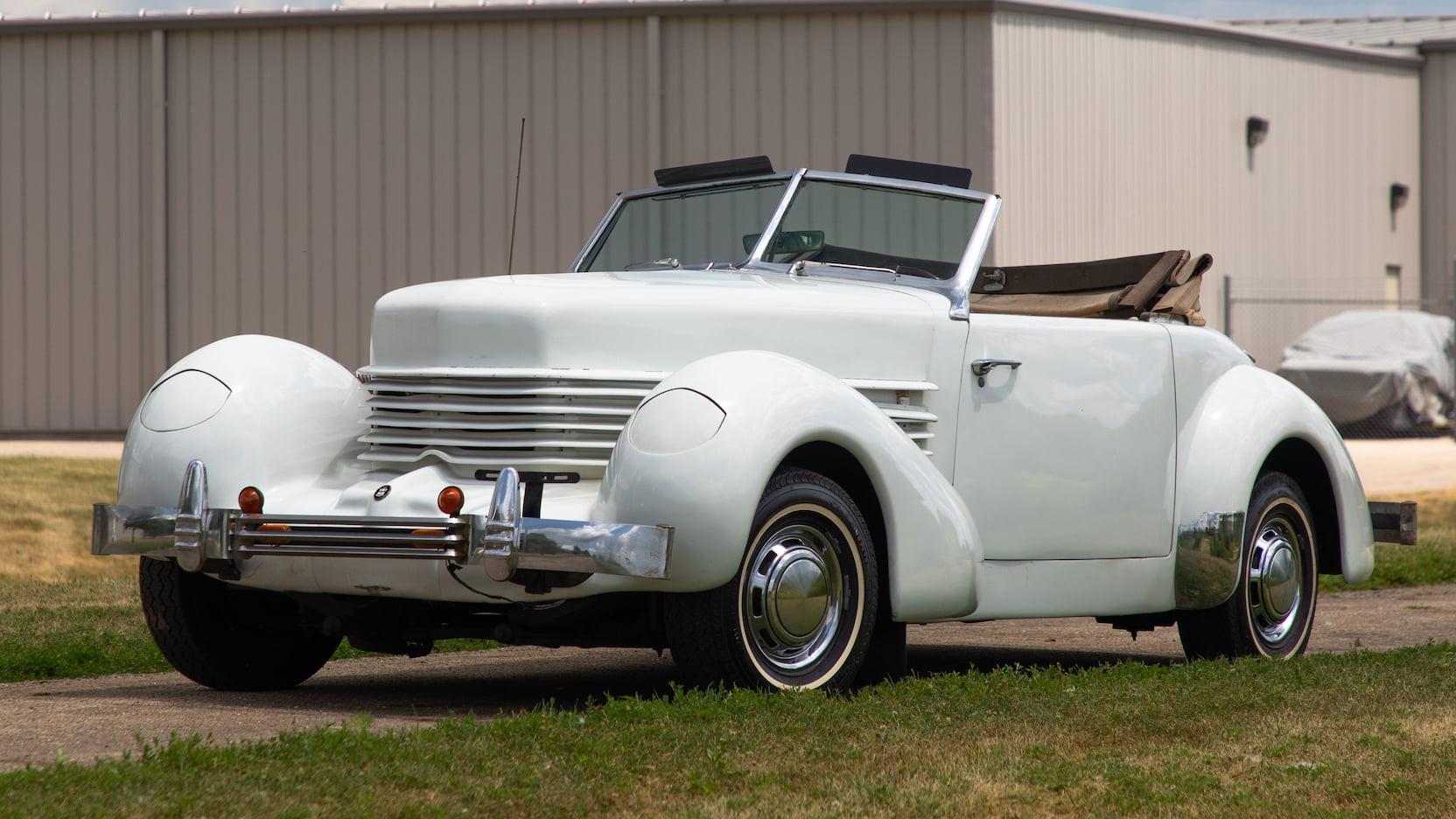 1936 Cord 812 Replica