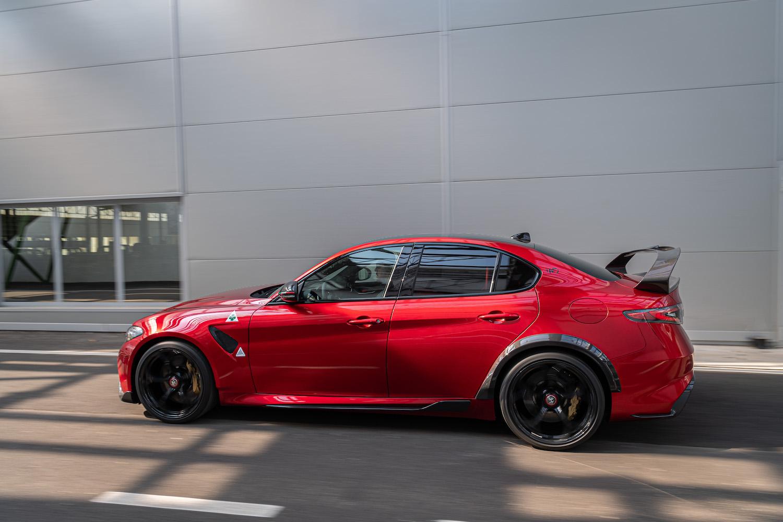 Alfa Romeo Giulia GTA side-view