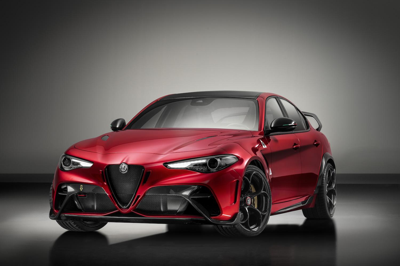 Alfa Romeo Giulia GTA front three-quarter