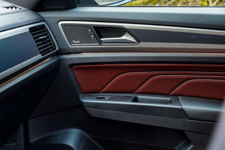 2020 Atlas Cross Sport interior door panel