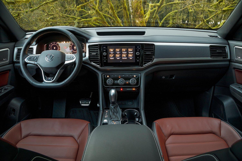 2020 Atlas Cross Sport interior front