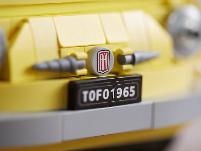 lego fiat 500 toy car front fiat emblem