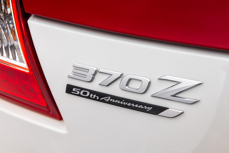nissan 370 z logo badge