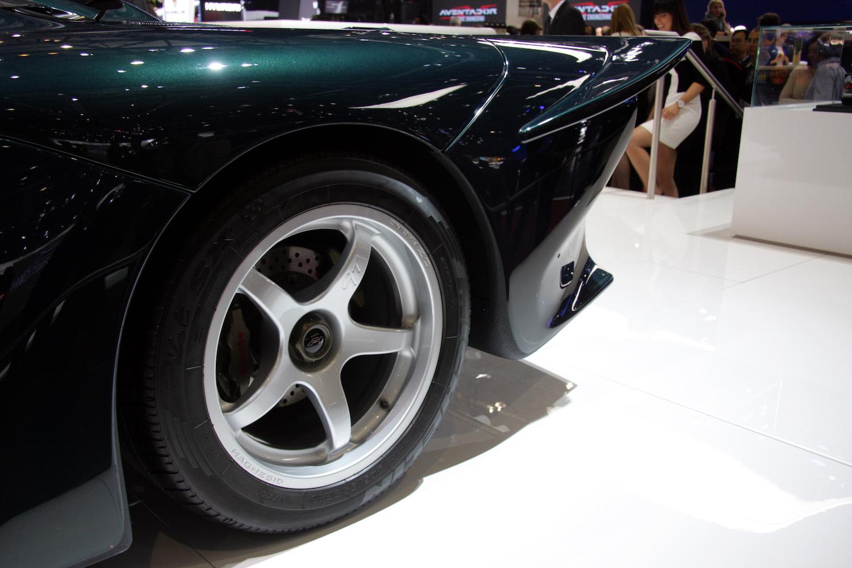 green mclaren gt wheel