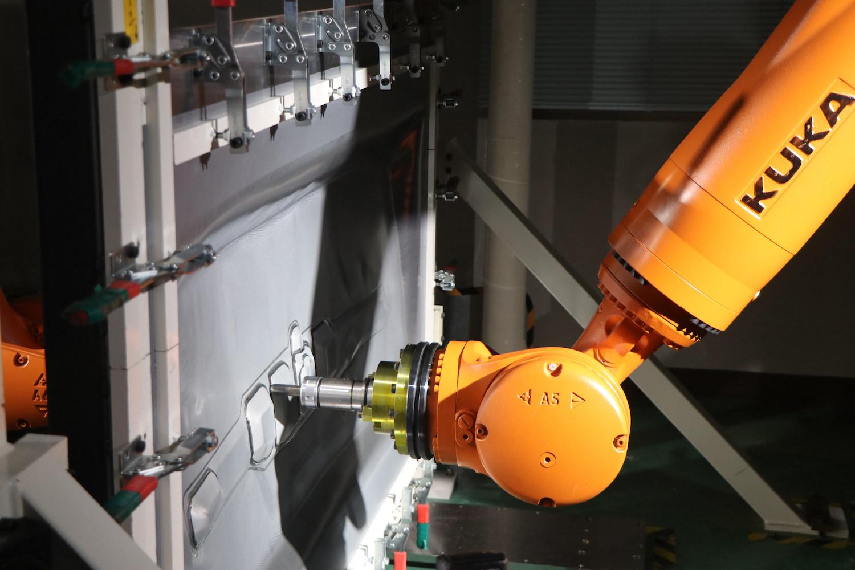robot stamping metal